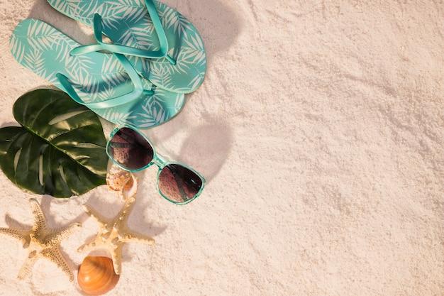 Strandkonzept mit sonnenbrille und starfish Kostenlose Fotos