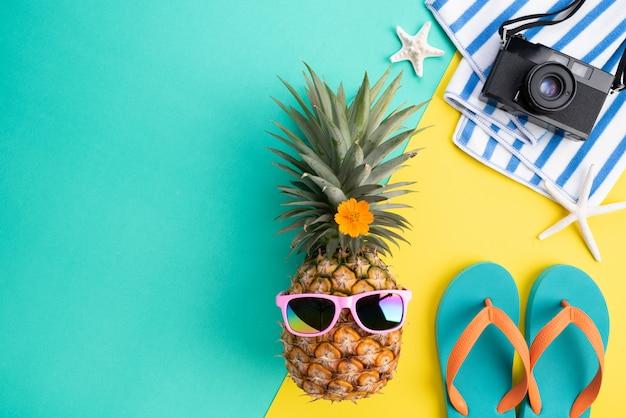 Strandzubehör für sommerferien- und ferienkonzept. Premium Fotos