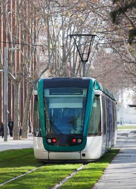 Straßenbahn auf der straße Kostenlose Fotos