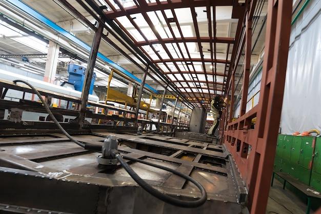 Straßenbahnproduktion herstellung Premium Fotos