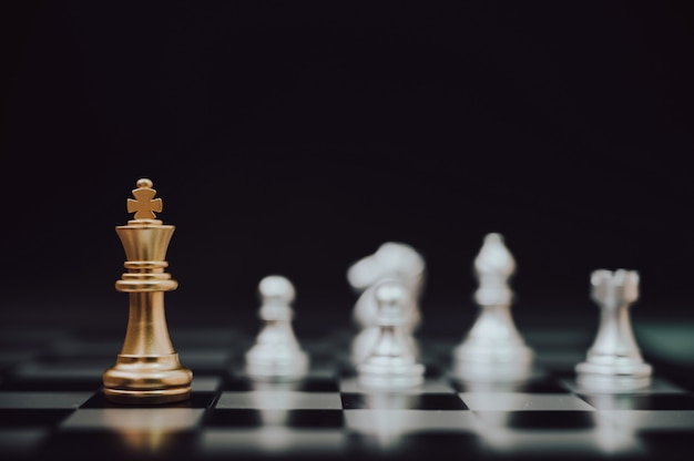 Strategieplanung und wettbewerb für schachbrettspielstrategien Premium Fotos