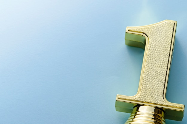 Strukturierte dekorative goldsieger-trophäe nummer eins Premium Fotos