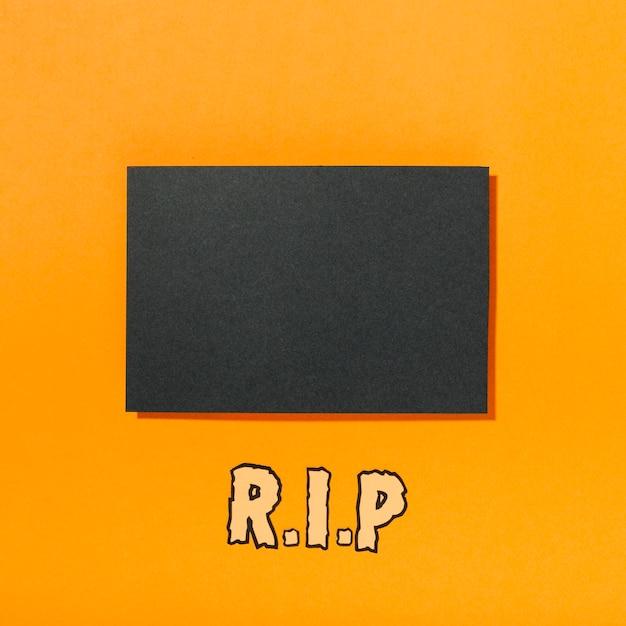 Stück schwarzes papier mit rip-inschrift unten Kostenlose Fotos