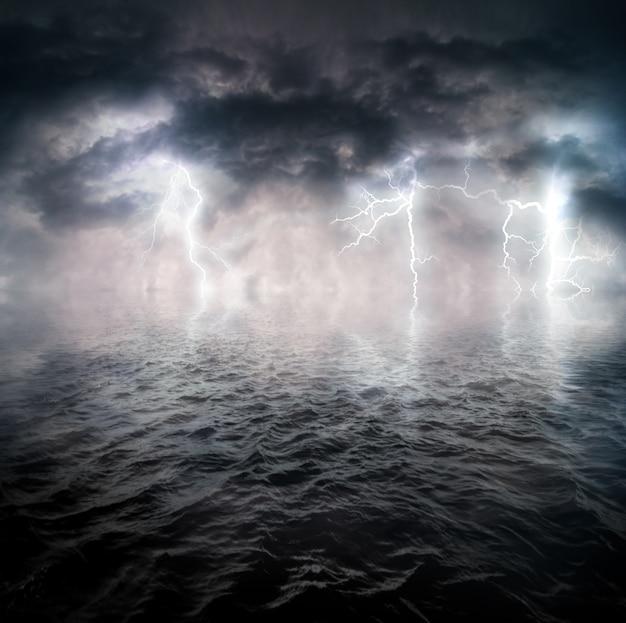 Stürmischer ozean Premium Fotos