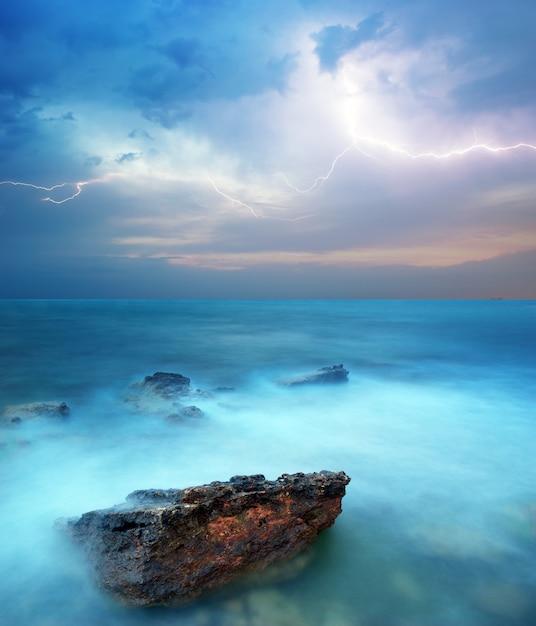Sturm im meer Premium Fotos