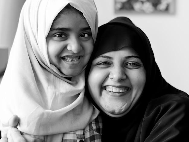 Süße muslimische mutter und tochter Kostenlose Fotos