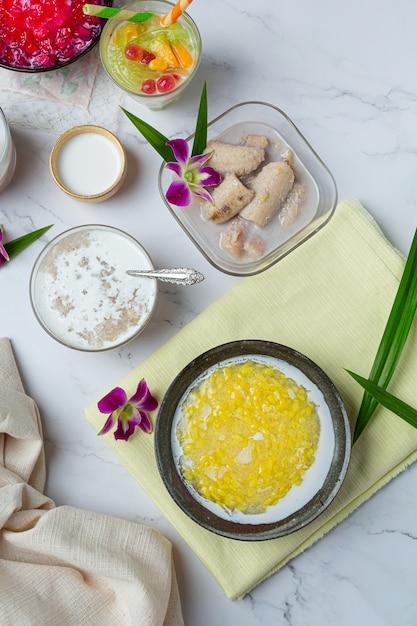 Süßer mungbohnenbrei mit kokosmilchrezept (tao suan). Kostenlose Fotos