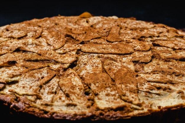 Süßer selbst gemachter apfelkuchen mit zimt Premium Fotos