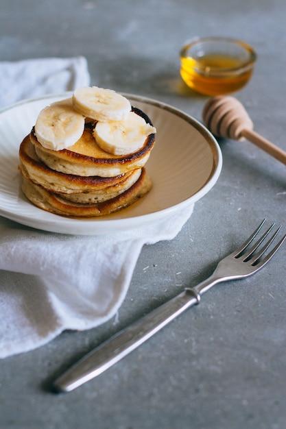 Süßer selbst gemachter stapel pfannkuchen Premium Fotos