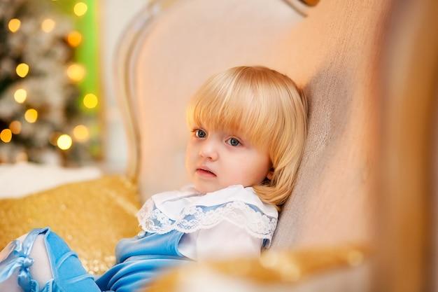 Süßes baby im weihnachtskostüm Premium Fotos