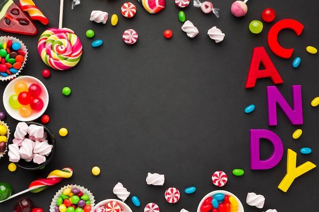 Süßigkeitsbeschriftung und bonbonrahmen mit kopienraum Premium Fotos