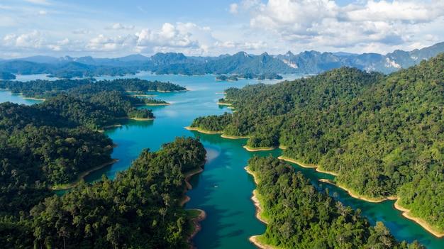 Sunligh seeberg rajjaprabha-verdammung (chiao lan dam), provinz surat thani, thailand Premium Fotos