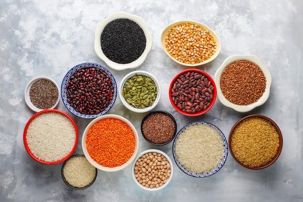 Superfoods, samen und getreide für veganes und vegetarisches essen. sauberes essen Kostenlose Fotos