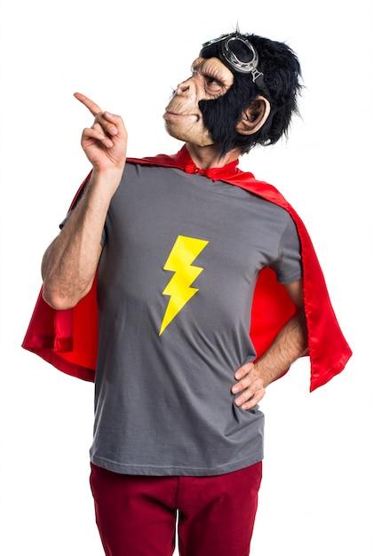 Superheld-affenmann denkt Kostenlose Fotos