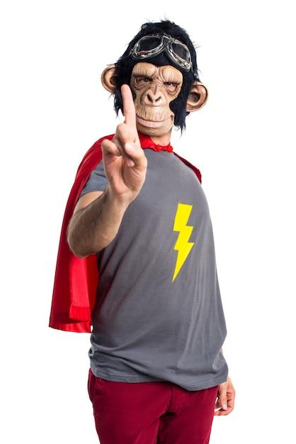Superhero affe mann zählt eine Kostenlose Fotos