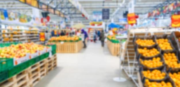 Supermarktgemüse und -früchte verwischten hintergrund. essen. Premium Fotos