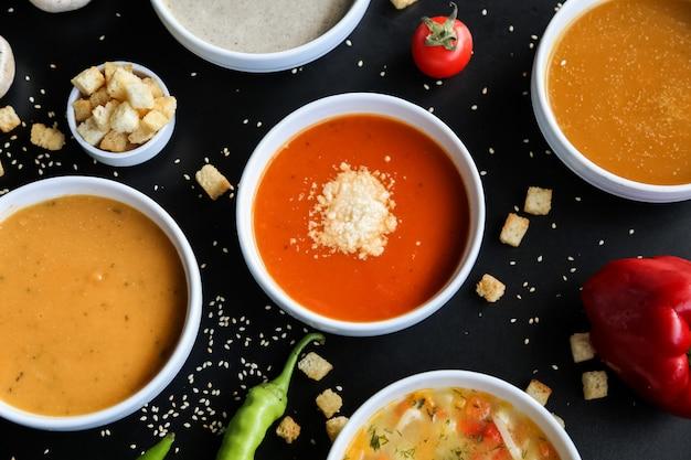 Suppen-set pilz linsen kürbis tomaten huhn draufsicht Kostenlose Fotos