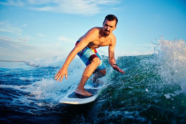 Surfer vorbereitung für den wettbewerb Kostenlose Fotos