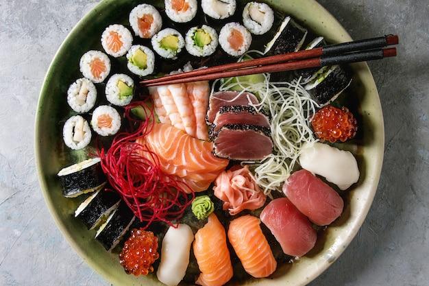 Sushi-sashimi-set Premium Fotos