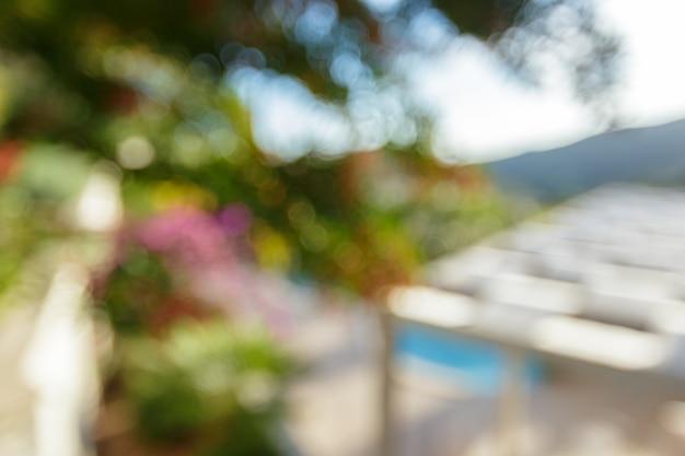 Swimmingpool der abstrakten unschärfe im hotelerholungsort Premium Fotos