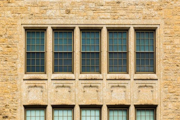 Symmetrischer altbau der vorderansicht Kostenlose Fotos