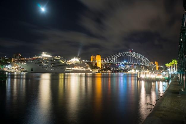 Szenische ansicht von sydney-hafenbrücke in der nachtzeit Premium Fotos