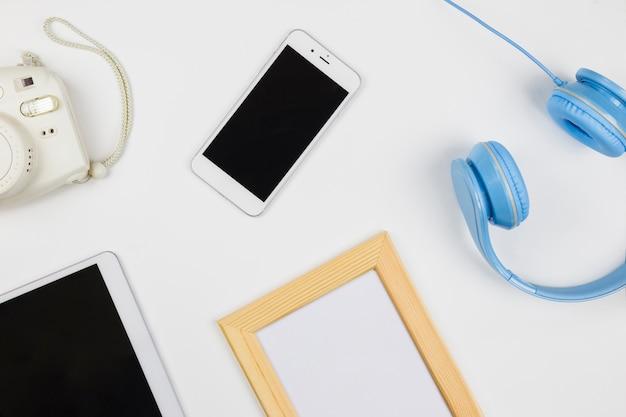 Tablet und smartphone mit leerem rahmen Kostenlose Fotos