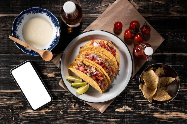 Tacos von oben mit gemüse und fleisch Kostenlose Fotos