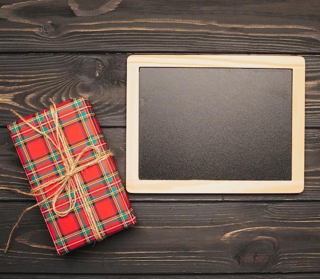 Tafelmodell mit weihnachtsgeschenk Kostenlose Fotos