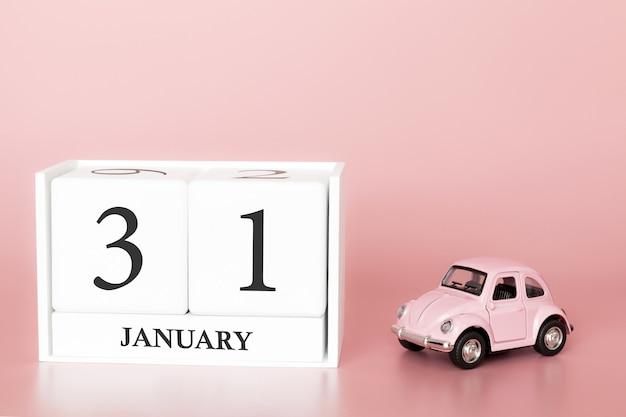 Tag 31 des januar-monats, kalender auf einem rosa hintergrund mit retro- auto. Premium Fotos