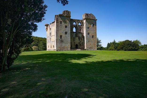 Tagsüber ruinen des old wardour castle in wiltshire, großbritannien Kostenlose Fotos