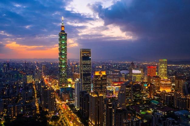 Taiwan skyline, schönes stadtbild bei sonnenuntergang. Kostenlose Fotos