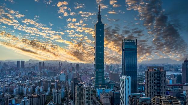 Taiwan stadt skyline und wolkenkratzer Premium Fotos