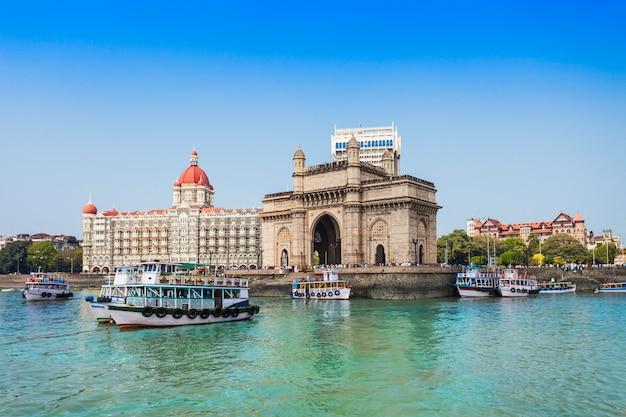 Taj mahal hotel und gateway of india Premium Fotos
