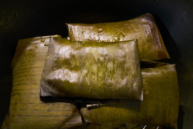 Tamale mexikanisches rezept mit bananenblättern Premium Fotos