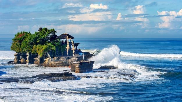 Tanah lot tempel in bali island indonesien Kostenlose Fotos