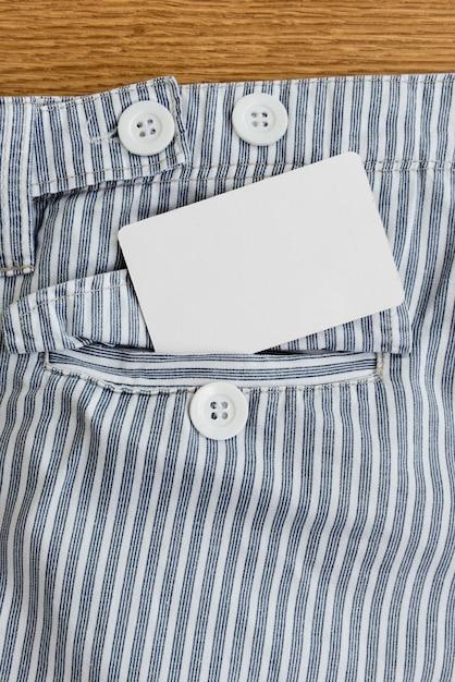 Tasche mit kreditkarte, telefonkarte oder visitenkarte Premium Fotos