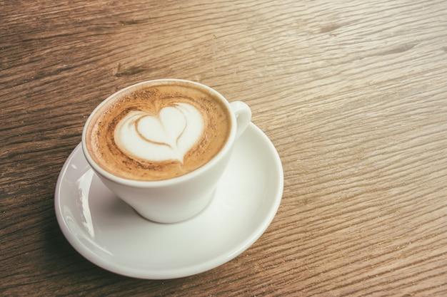 Tasse cappuccino kaffee mit herz latte art download der premium fotos - Bilder cappuccino ...