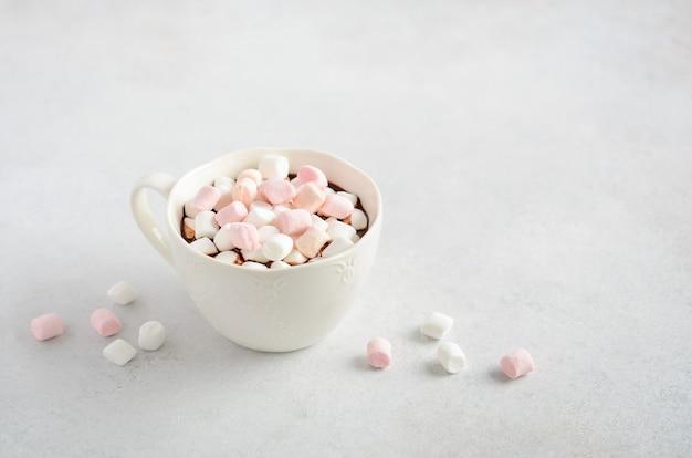 Tasse heiße schokolade mit marshmallows Premium Fotos