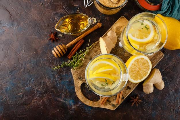 Tasse ingwertee mit honig und zitrone Premium Fotos