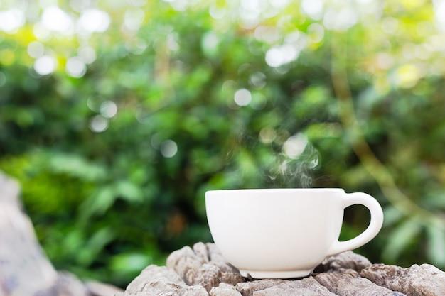 Tasse kaffee auf holz Kostenlose Fotos