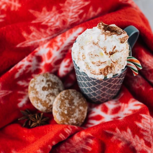 Tasse kaffee mit schlagsahne Kostenlose Fotos