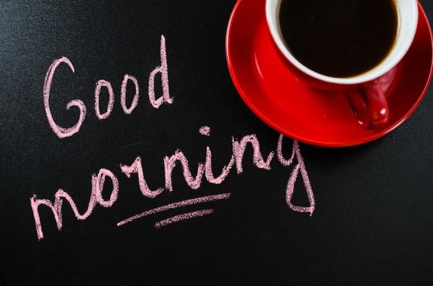 Tasse kaffee und die aufschrift guten morgen. Premium Fotos