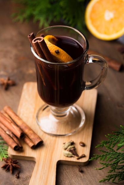 Tasse tee mit zitrone und zimt Kostenlose Fotos