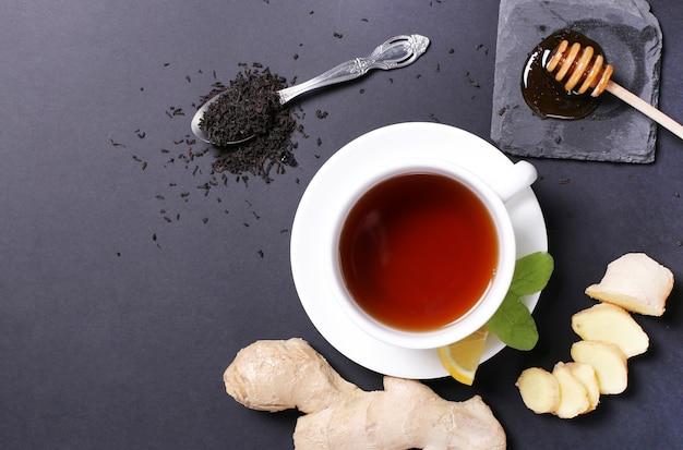 Tasse tee mit zutaten Kostenlose Fotos