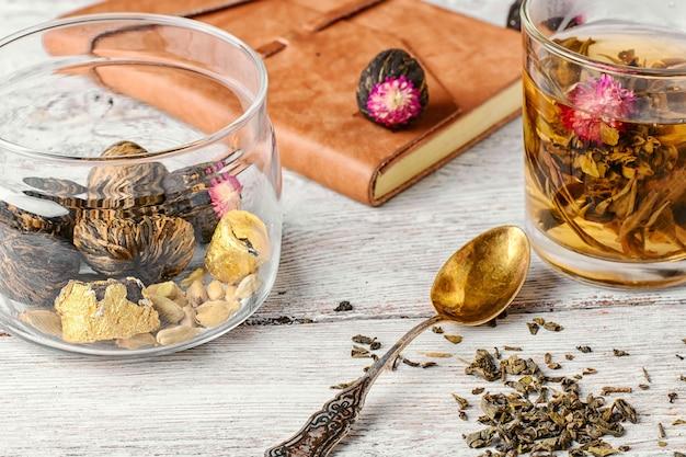 Tasse tee und notizbuch Premium Fotos