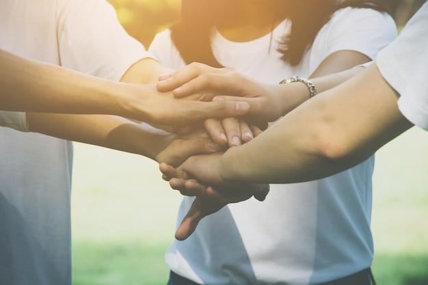 Team-teamwork-geschäft schließen sich handkonzept an Premium Fotos