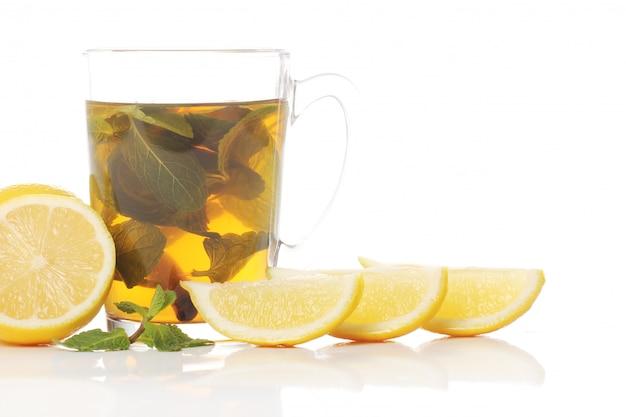 Tee mit frischen früchten Kostenlose Fotos
