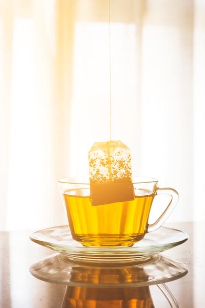Teebeutel in einer tasse Kostenlose Fotos