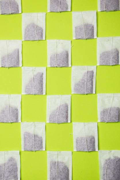Teebeutelmuster auf neonhintergrund Kostenlose Fotos